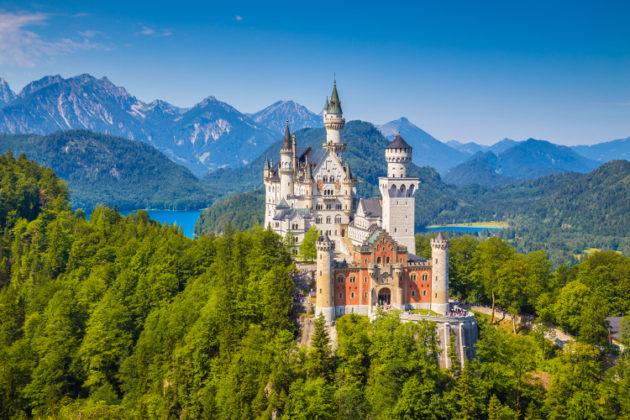 austria_hiking_neuschwanstein-castle
