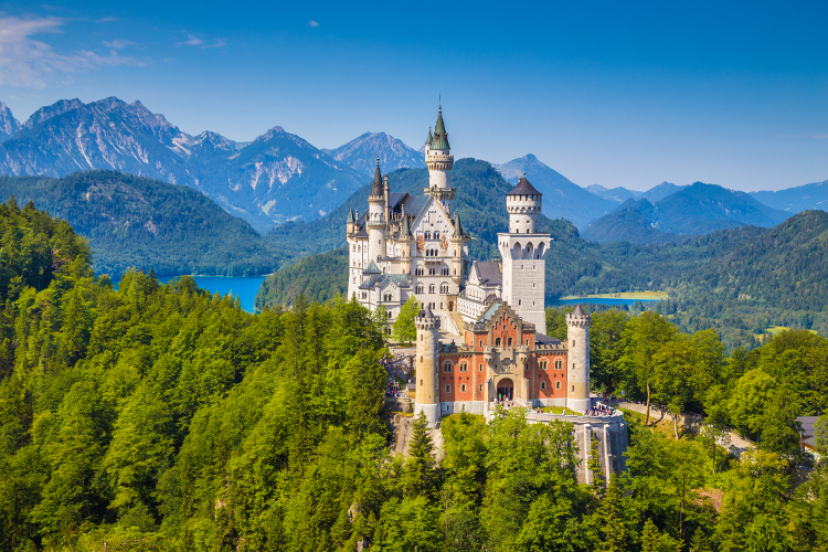 austria_hiking_neuschwanstein-castle
