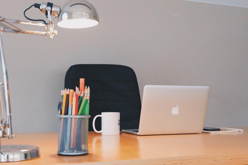 desk-789632_960_720